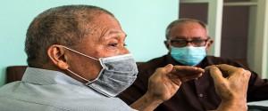 El doctor Pedro Más Bermejo, vicepresidente de la Sociedad Cubana de Higiene y Epidemiología junto a Armando H Seuc, Dr.C Matemáticas de la Universidad de Ciencias Médicas de La Habana. Foto: Abel Padrón Padilla/Cubadebate