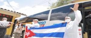 Recibimiento de los médicos cubanos en Huaraz. Foto: Perú21