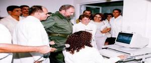 Fidel en el Centro de Ingeniería Genética y Biotecnología, inaugurado el primero de julio de 1986. Foto: Archivo de Granma