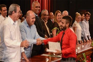 Nuevos ingenieros y arquitectos en graduación de la Cujae