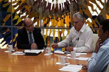Miguel Díaz-Canel, Presidente de los Consejos de estado y de Ministros de Cuba, en el espacio televisivo Mesa Redonda Informativa
