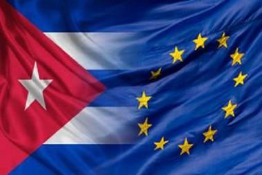 Banderas de Cuba y de la Unión Europea