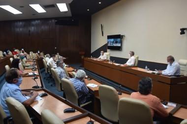 Miguel Díaz-Canel Bermúdez reunido con el grupo de científicos y expertos que lideran las actividades de ciencia e innovación tecnológica en el enfrentamiento a la pandemia
