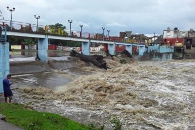 Los principales ríos que surten la presa Zaza se mantenían crecidos este lunes. Foto: Calderón, Jorge Félix