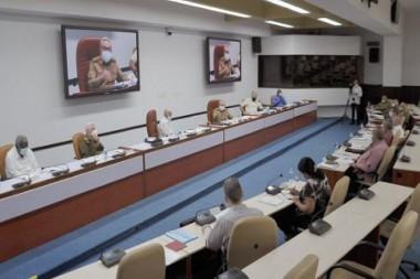 Raúl Castro presidió la reunión del Buró Político que analizó medidas para enfrentar la situación económica