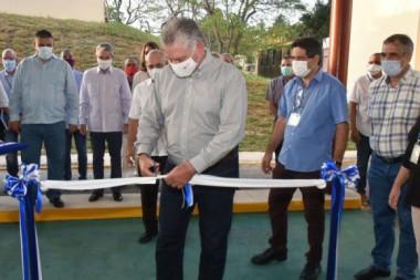 Inaugura Díaz-Canel Planta de Producción de Péptidos Sintéticos. Foto: Twitter/@PresidenciaCuba.