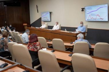 Reunión con el grupo de científicos y expertos que trabajan para combatir la Covid-19