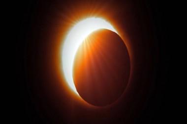 Cambios en la Luna por la radiación solar