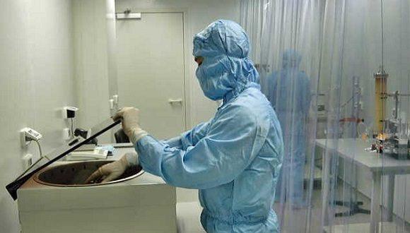 Científico trabajando en un laboratorio