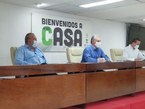 Miguel Díaz-Canel, Presidente de la República de Cuba se reúne con los colaboradores de las Brigadas Henry Reeve que regresaron de Andorra, Nicaragua y Antigua y Barbudas. Foto: Twitter/@R_Malmierca.